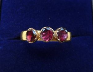 Edwardian antique 22ct gold 0.75ct garnet big and beautiful three stone ring c.1903